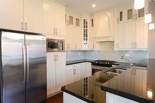 Photo 4: 390 55 Street in Delta: Pebble Hill House 1/2 Duplex for sale (Tsawwassen)  : MLS®# R2447320