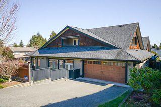 Photo 2: 390 55 Street in Delta: Pebble Hill House 1/2 Duplex for sale (Tsawwassen)  : MLS®# R2447320