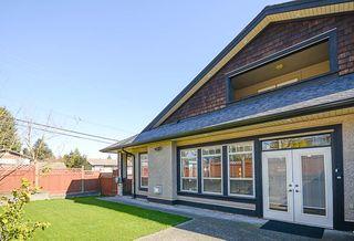 Photo 3: 390 55 Street in Delta: Pebble Hill House 1/2 Duplex for sale (Tsawwassen)  : MLS®# R2447320