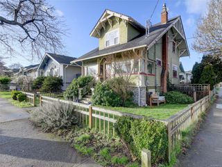 Main Photo: 152 Moss St in : Vi Fairfield West House for sale (Victoria)  : MLS®# 862973
