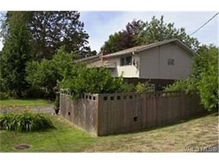 Photo 9: 1575 Sonria Place in VICTORIA: SE Cedar Hill Strata Duplex Unit for sale (Saanich East)  : MLS®# 232951