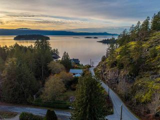 Photo 3: 4242 IRVINES LANDING ROAD in Pender Harbour: Pender Harbour Egmont House for sale (Sunshine Coast)  : MLS®# R2420023
