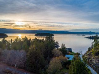 Photo 1: 4242 IRVINES LANDING ROAD in Pender Harbour: Pender Harbour Egmont House for sale (Sunshine Coast)  : MLS®# R2420023
