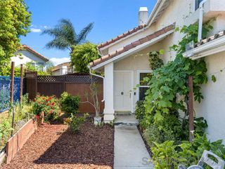 Photo 4: OCEANSIDE House for sale : 3 bedrooms : 1775 Corta Cresta