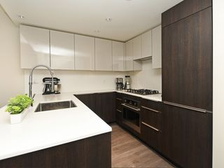 "Photo 10: 214 1588 HASTINGS Street in Vancouver: Hastings Sunrise Condo for sale in ""Boheme"" (Vancouver East)  : MLS®# R2401182"