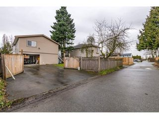"Photo 18: 17345 63A Avenue in Surrey: Cloverdale BC House for sale in ""Cloverdale"" (Cloverdale)  : MLS®# R2446374"