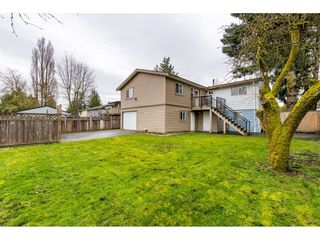 "Photo 17: 17345 63A Avenue in Surrey: Cloverdale BC House for sale in ""Cloverdale"" (Cloverdale)  : MLS®# R2446374"