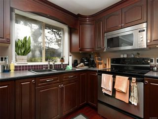Photo 10: 2 871 Parklands Dr in : Es Gorge Vale House for sale (Esquimalt)  : MLS®# 858001