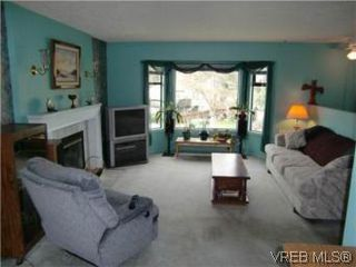 Photo 3: 10 Conard Street in VICTORIA: VR Hospital Single Family Detached for sale (View Royal)  : MLS®# 273905