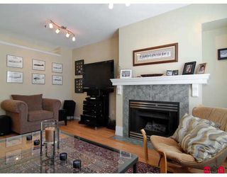 """Photo 4: 27 8844 208TH Street in Langley: Walnut Grove Townhouse for sale in """"Mayberry"""" : MLS®# F2904935"""