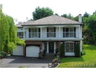 Photo 1: 2559 Killarney Rd in VICTORIA: SE Cadboro Bay Single Family Detached for sale (Saanich East)  : MLS®# 506250