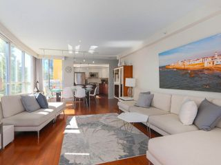 "Photo 4: 404 1485 W 6TH Avenue in Vancouver: False Creek Condo for sale in ""Carrara of Portico"" (Vancouver West)  : MLS®# R2408477"