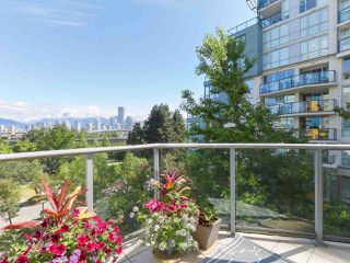 "Photo 10: 404 1485 W 6TH Avenue in Vancouver: False Creek Condo for sale in ""Carrara of Portico"" (Vancouver West)  : MLS®# R2408477"