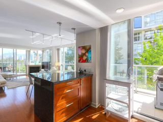 "Photo 8: 404 1485 W 6TH Avenue in Vancouver: False Creek Condo for sale in ""Carrara of Portico"" (Vancouver West)  : MLS®# R2408477"