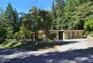 Photo 1: 5238 HAVIES Road in Sechelt: Sechelt District House for sale (Sunshine Coast)  : MLS®# R2425192
