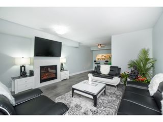 "Photo 3: 63 13706 74 Avenue in Surrey: East Newton Townhouse for sale in ""Ashlea Gate"" : MLS®# R2426122"