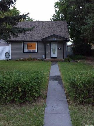 Photo 3: 52 Charles Crescent in Regina: Rosemont Residential for sale : MLS®# SK806148