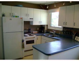 Photo 3: 228 GRASSIE Boulevard in WINNIPEG: North Kildonan Residential for sale (North East Winnipeg)  : MLS®# 2918390