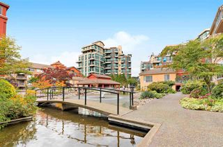 "Photo 20: 111 6 RENAISSANCE Square in New Westminster: Quay Condo for sale in ""THE RIALTO"" : MLS®# R2502495"