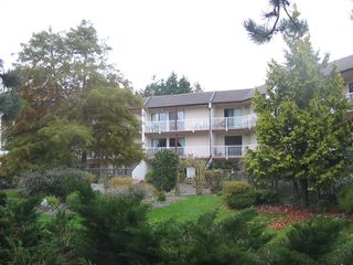 """Photo 1: 217 12890 17TH Avenue in Surrey: Crescent Bch Ocean Pk. Condo for sale in """"OCEAN PARK PLACE"""" (South Surrey White Rock)  : MLS®# F2925768"""