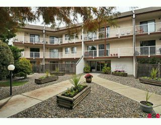 """Photo 10: 217 12890 17TH Avenue in Surrey: Crescent Bch Ocean Pk. Condo for sale in """"OCEAN PARK PLACE"""" (South Surrey White Rock)  : MLS®# F2925768"""