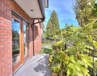 """Photo 2: 1001 W 46TH Avenue in Vancouver: South Granville Townhouse for sale in """"CARRINGTON"""" (Vancouver West)  : MLS®# V735355"""