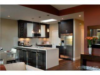 Photo 9: 206 2589 Penrhyn St in VICTORIA: SE Cadboro Bay Condo for sale (Saanich East)  : MLS®# 507045