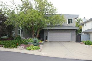 Photo 2: 124 WOLF WILLOW Close in Edmonton: Zone 22 House for sale : MLS®# E4170282