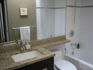 """Photo 7: PH3 2428 W 1ST Avenue in Vancouver: Kitsilano Condo for sale in """"Noble House"""" (Vancouver West)  : MLS®# V782762"""