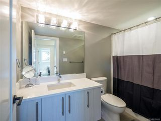 Photo 27: 704 Robleda Cres in Victoria: Vi Rockland Single Family Detached for sale : MLS®# 835913