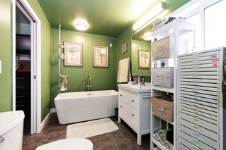 """Photo 14: 19645 PINETREE Lane in Pitt Meadows: Mid Meadows Manufactured Home for sale in """"MEADOWHIGHLANDS"""" : MLS®# R2528246"""