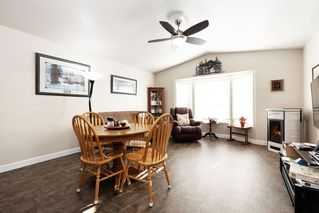 """Photo 2: 19645 PINETREE Lane in Pitt Meadows: Mid Meadows Manufactured Home for sale in """"MEADOWHIGHLANDS"""" : MLS®# R2528246"""