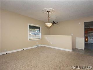 Photo 5: 669 Pine Street in VICTORIA: VW Victoria West Single Family Detached for sale (Victoria West)  : MLS®# 288163