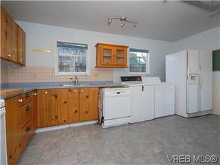 Photo 8: 669 Pine St in VICTORIA: VW Victoria West House for sale (Victoria West)  : MLS®# 560025