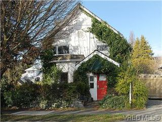Photo 1: 669 Pine St in VICTORIA: VW Victoria West Single Family Detached for sale (Victoria West)  : MLS®# 560025