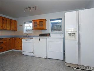Photo 9: 669 Pine St in VICTORIA: VW Victoria West House for sale (Victoria West)  : MLS®# 560025
