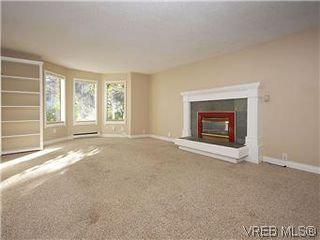 Photo 2: 669 Pine St in VICTORIA: VW Victoria West Single Family Detached for sale (Victoria West)  : MLS®# 560025