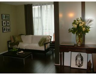 "Photo 1: 316 1189 HOWE Street in Vancouver: Downtown VW Condo for sale in ""THE GENESIS"" (Vancouver West)  : MLS®# V763024"