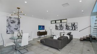 Photo 5: CROWN POINT Condo for sale : 2 bedrooms : 3947 Lamont St in San Diego