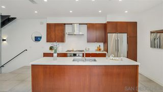 Photo 3: CROWN POINT Condo for sale : 2 bedrooms : 3947 Lamont St in San Diego