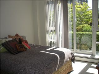 Photo 3: 302 198 AQUARIUS MEWS in Vancouver: False Creek North Townhouse for sale (Vancouver West)  : MLS®# V835561