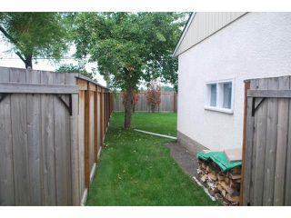 Photo 2: 22 RED ROBIN Place in WINNIPEG: St James Residential for sale (West Winnipeg)  : MLS®# 1016324