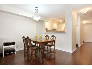 "Photo 4: 302 225 E 19TH Avenue in Vancouver: Main Condo for sale in ""THE NEWPORT ON MAIN"" (Vancouver East)  : MLS®# V859979"