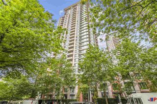 "Photo 1: 2601 977 MAINLAND Street in Vancouver: Yaletown Condo for sale in ""YALETOWN PARK"" (Vancouver West)  : MLS®# R2468498"