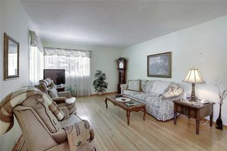 Photo 6: 24 HARDISTY Place SW in Calgary: Haysboro Detached for sale : MLS®# C4303423