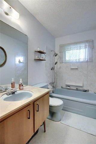 Photo 19: 24 HARDISTY Place SW in Calgary: Haysboro Detached for sale : MLS®# C4303423