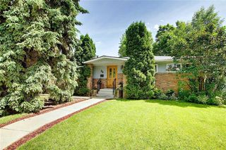 Photo 2: 24 HARDISTY Place SW in Calgary: Haysboro Detached for sale : MLS®# C4303423