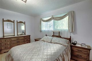 Photo 16: 24 HARDISTY Place SW in Calgary: Haysboro Detached for sale : MLS®# C4303423