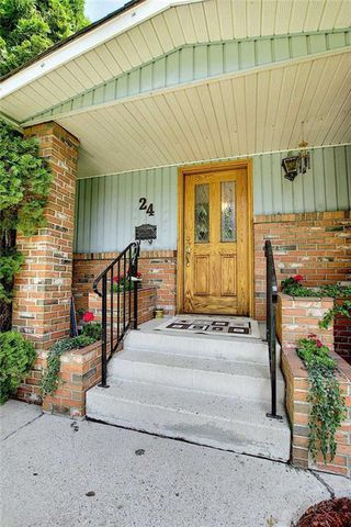 Photo 4: 24 HARDISTY Place SW in Calgary: Haysboro Detached for sale : MLS®# C4303423
