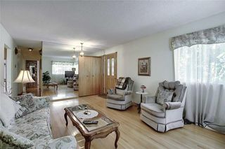 Photo 7: 24 HARDISTY Place SW in Calgary: Haysboro Detached for sale : MLS®# C4303423
